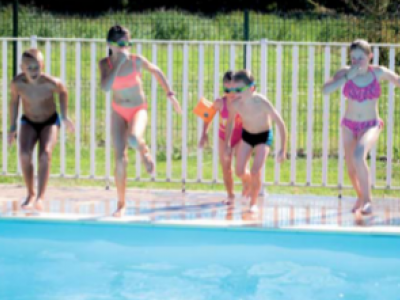 Children play in the pool - Aubigny campsite